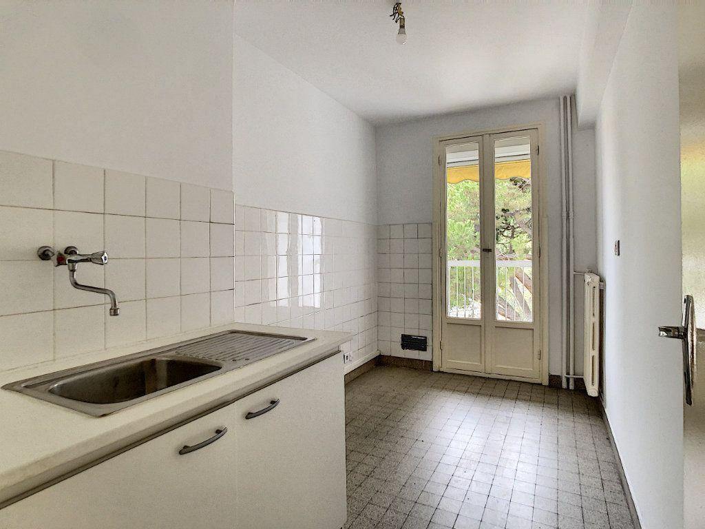Appartement à louer 3 56m2 à Antibes vignette-6