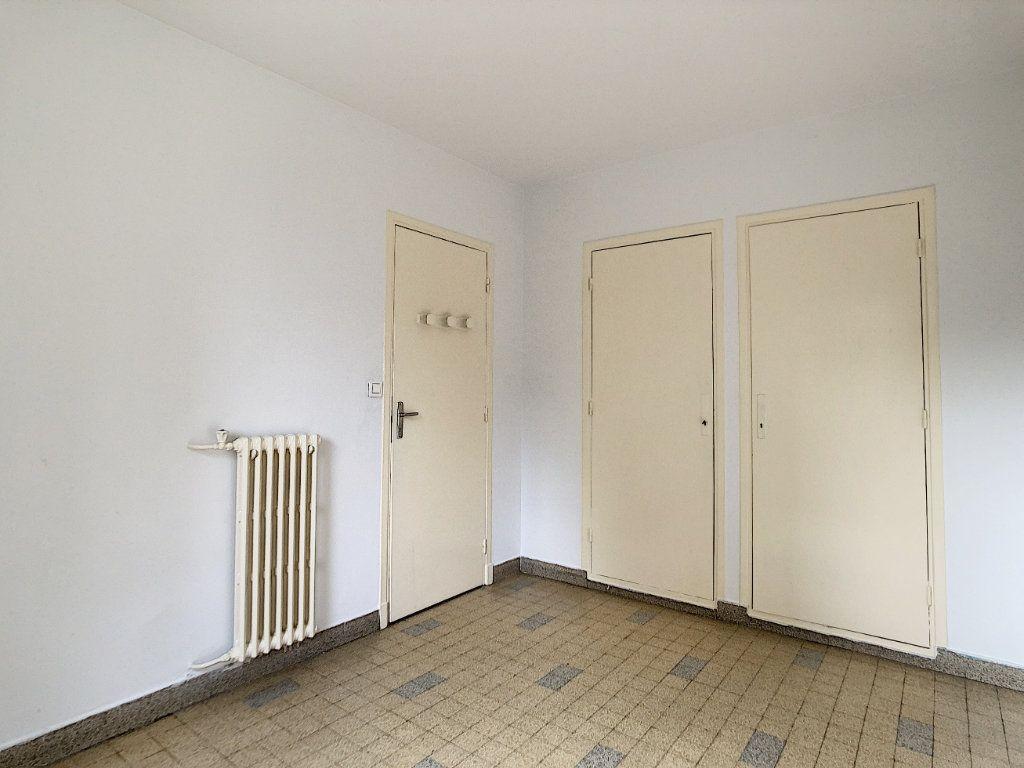 Appartement à louer 3 56m2 à Antibes vignette-9