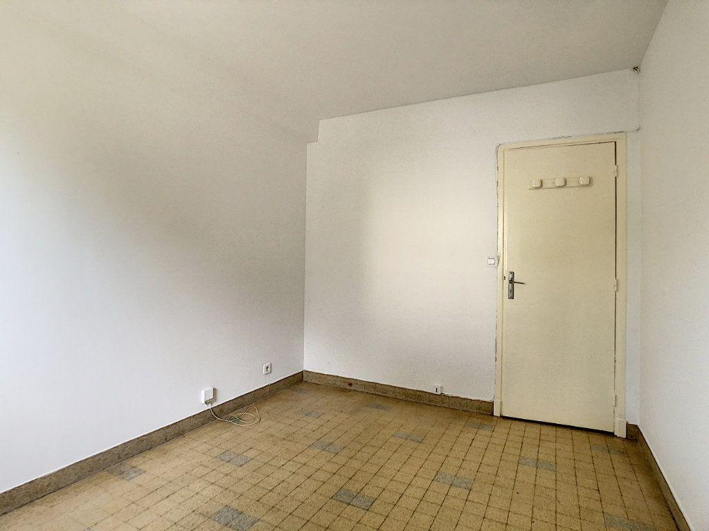 Appartement à louer 3 56m2 à Antibes vignette-11