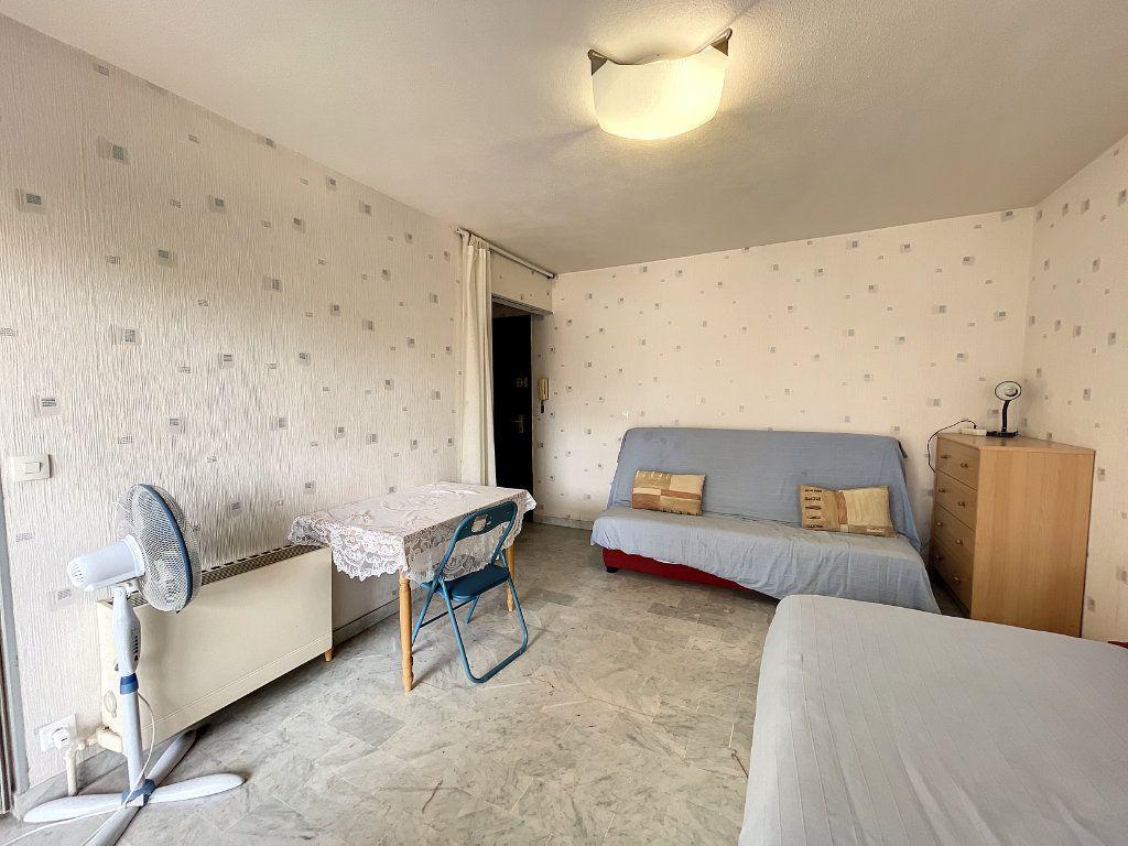Appartement à louer 1 29.54m2 à Juan-les-Pins - Antibes vignette-2