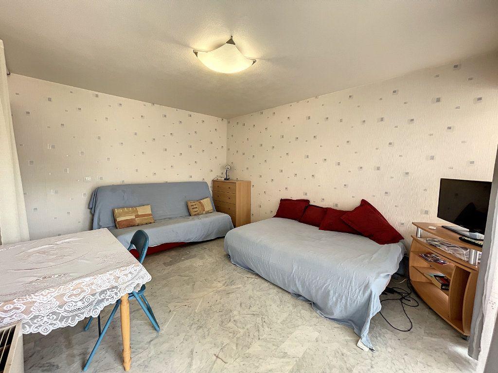 Appartement à louer 1 29.54m2 à Juan-les-Pins - Antibes vignette-3