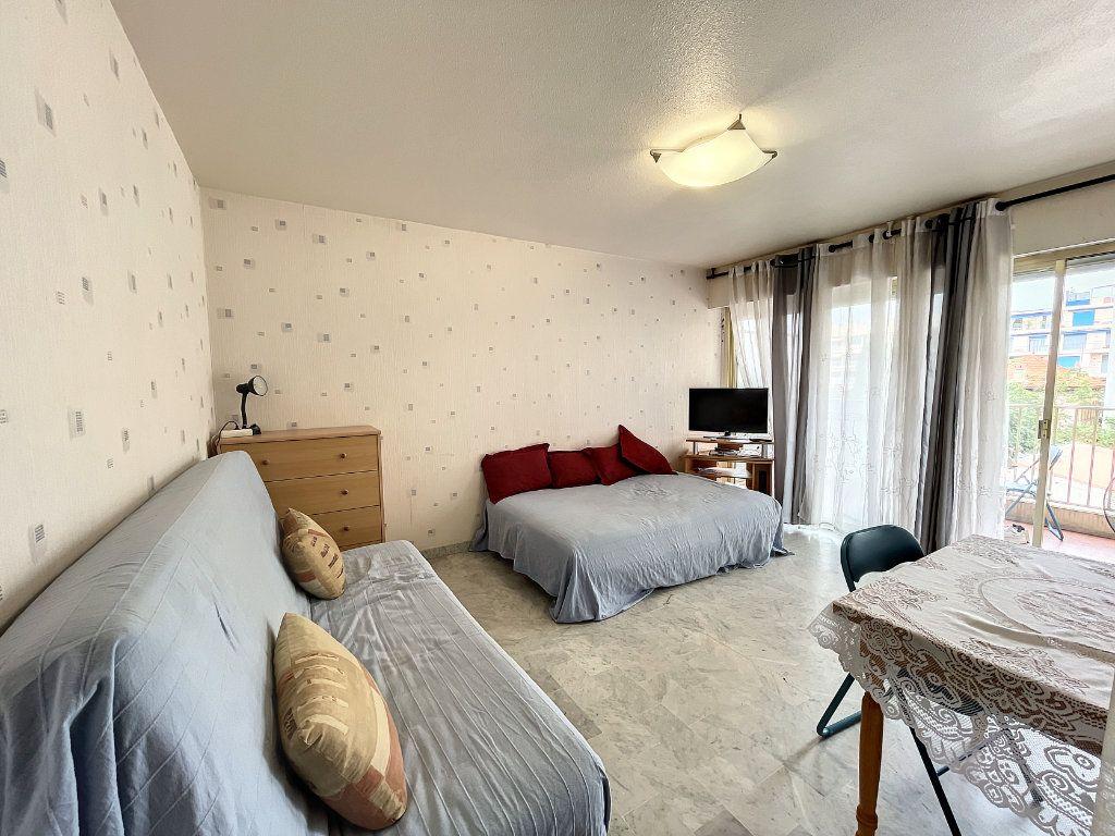 Appartement à louer 1 29.54m2 à Juan-les-Pins - Antibes vignette-4