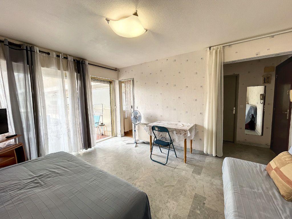 Appartement à louer 1 29.54m2 à Juan-les-Pins - Antibes vignette-5