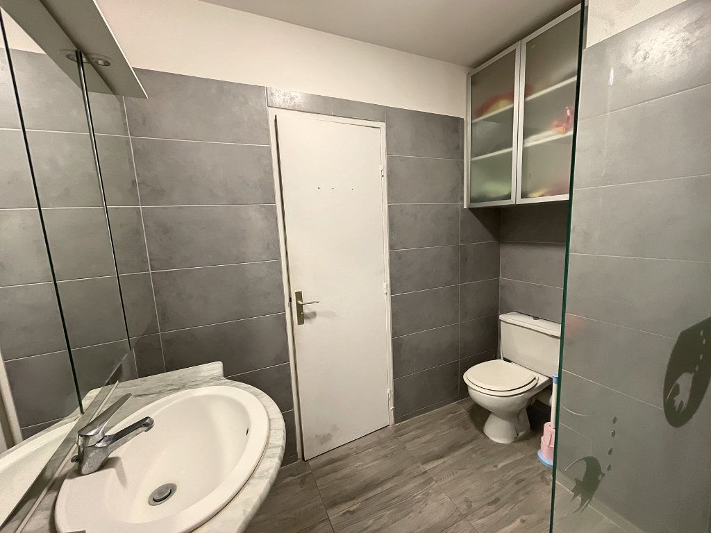 Appartement à louer 1 29.54m2 à Juan-les-Pins - Antibes vignette-6