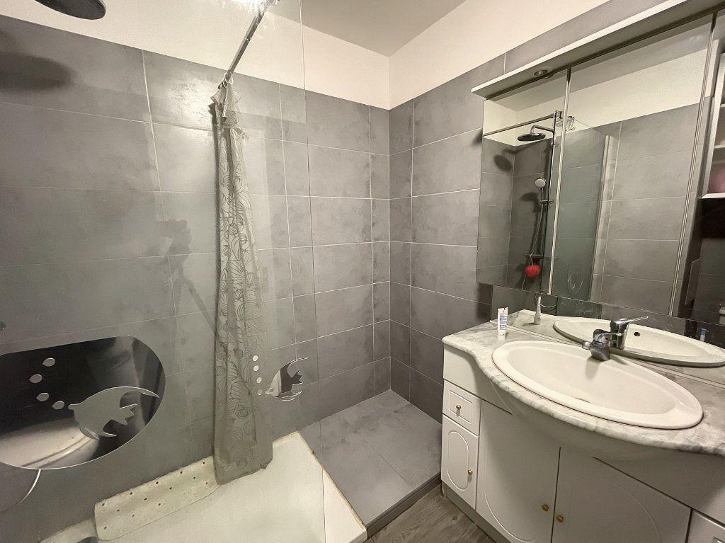 Appartement à louer 1 29.54m2 à Juan-les-Pins - Antibes vignette-7