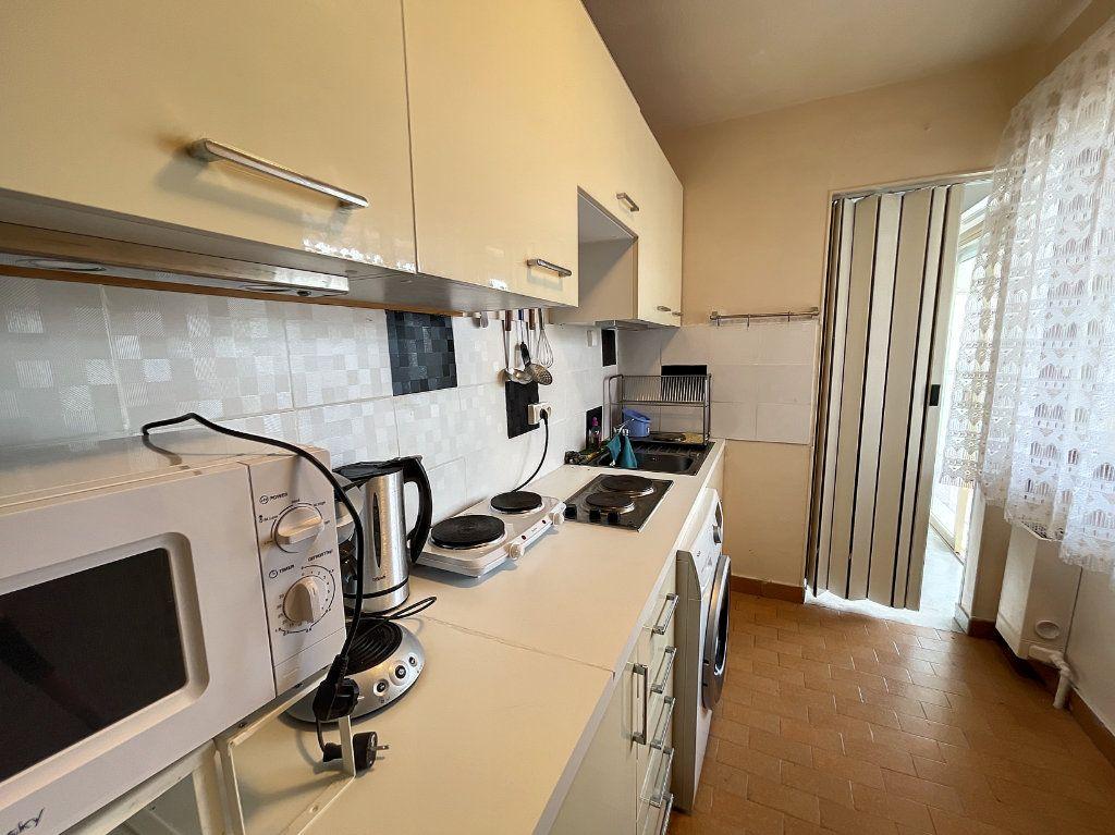 Appartement à louer 1 29.54m2 à Juan-les-Pins - Antibes vignette-9