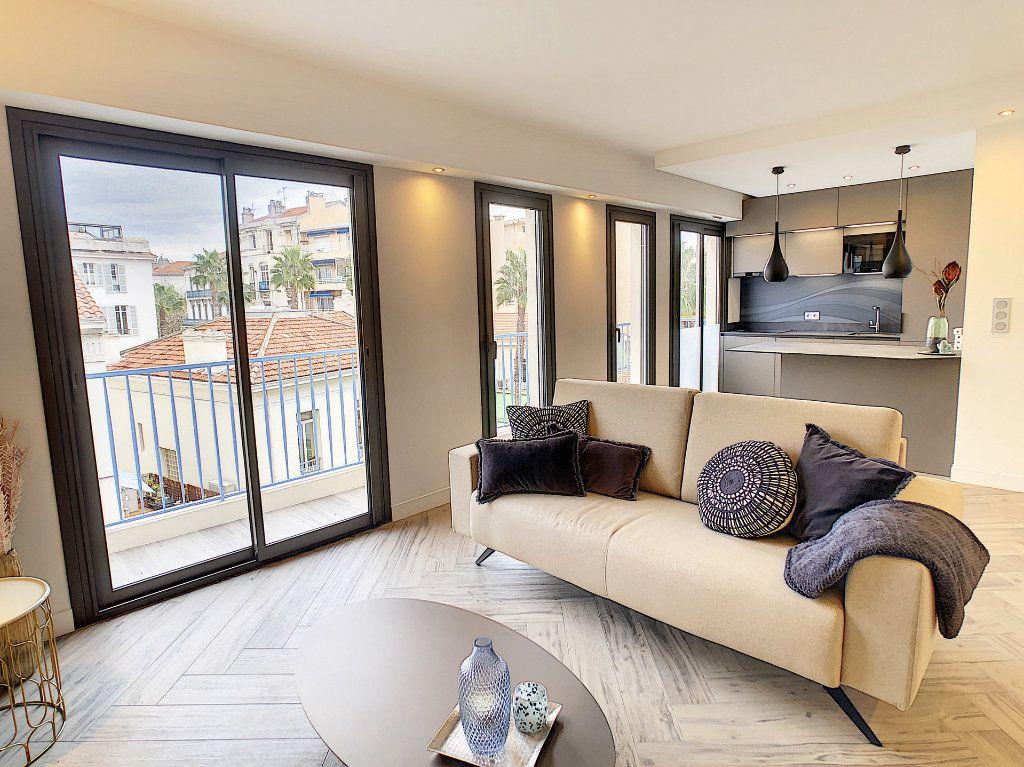 Appartement à vendre 4 77m2 à Antibes vignette-2