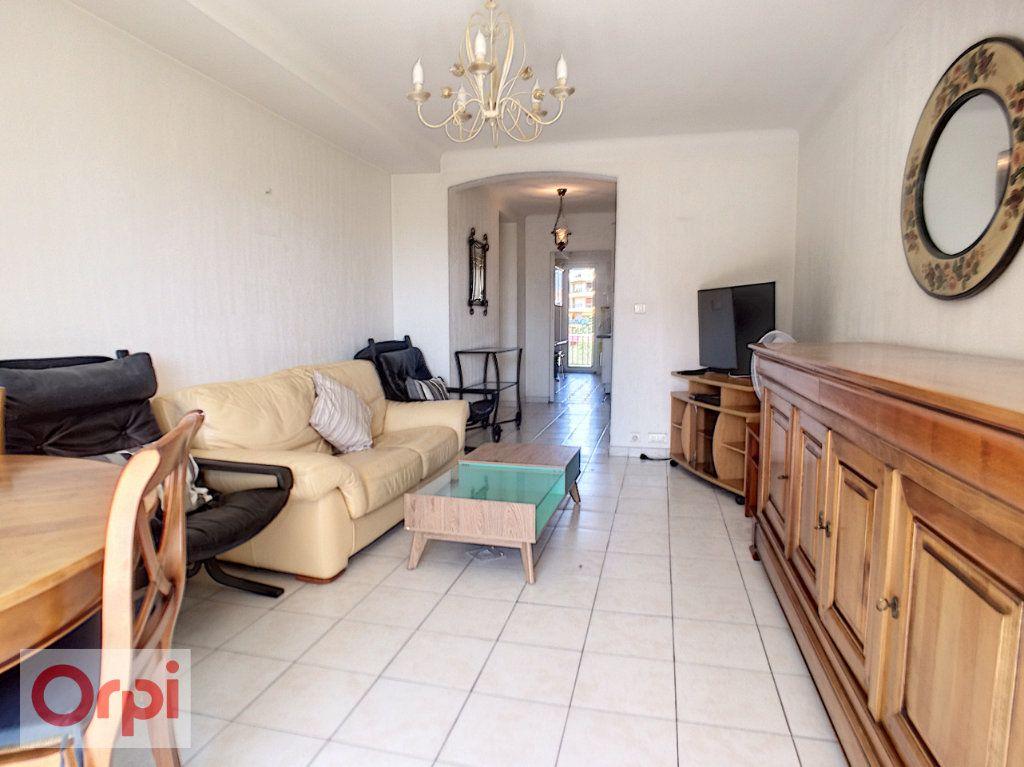 Appartement à louer 3 65.39m2 à Antibes vignette-3