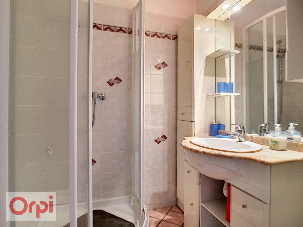 Appartement à louer 3 65.39m2 à Antibes vignette-7