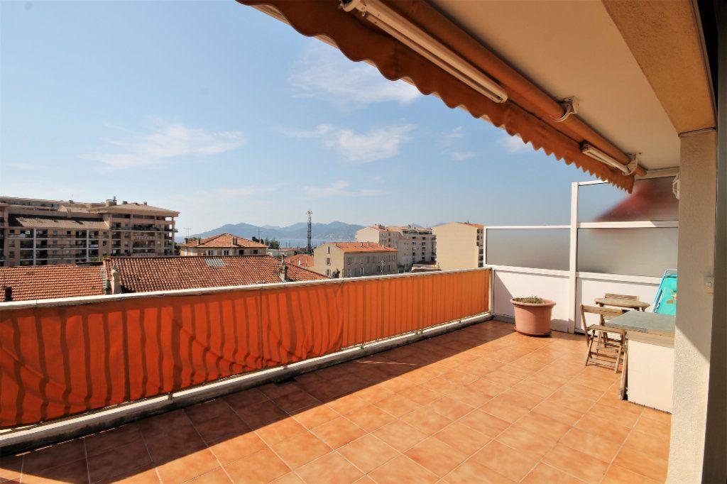 Appartement à vendre 3 74.13m2 à Cannes vignette-2