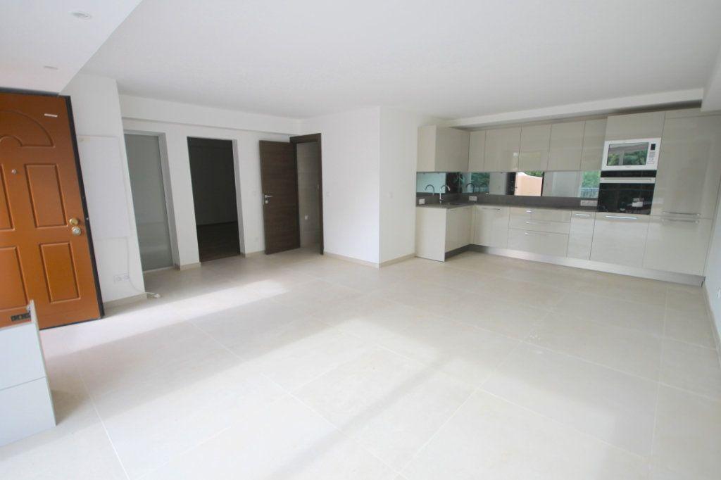 Appartement à vendre 3 74.81m2 à Cannes vignette-2