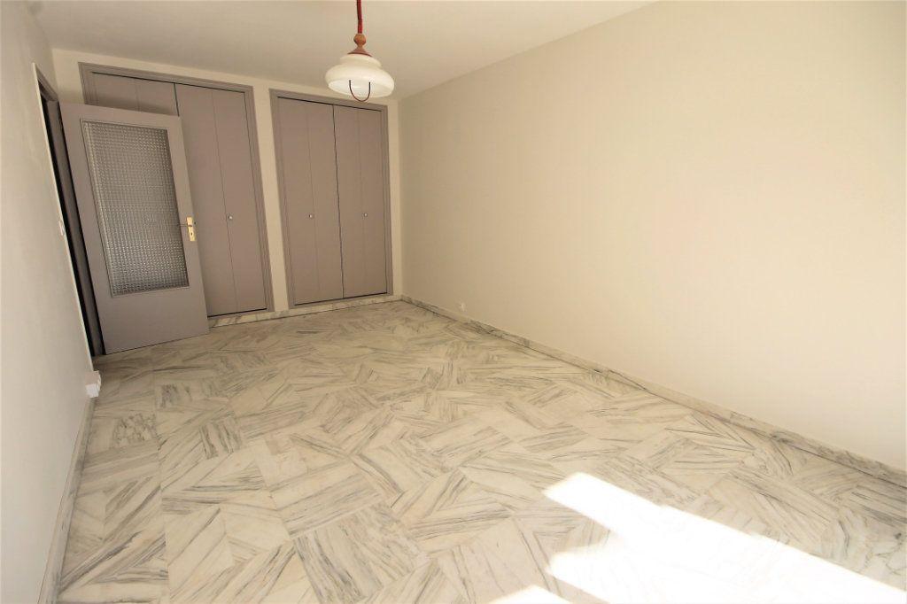 Appartement à louer 1 35.41m2 à Cannes vignette-2