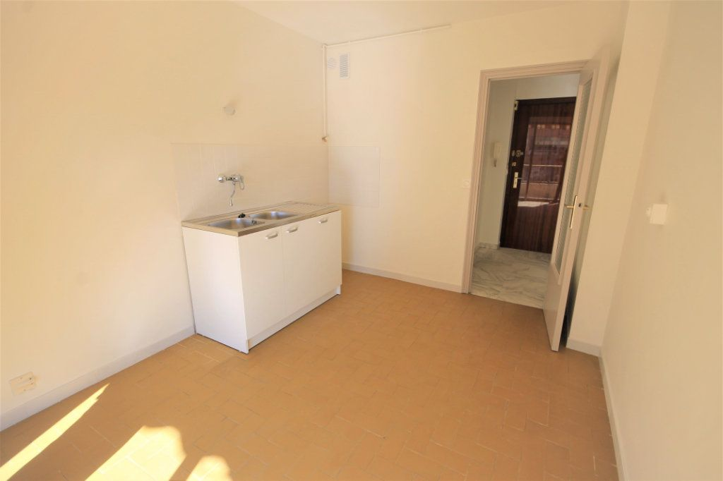 Appartement à louer 1 35.41m2 à Cannes vignette-3