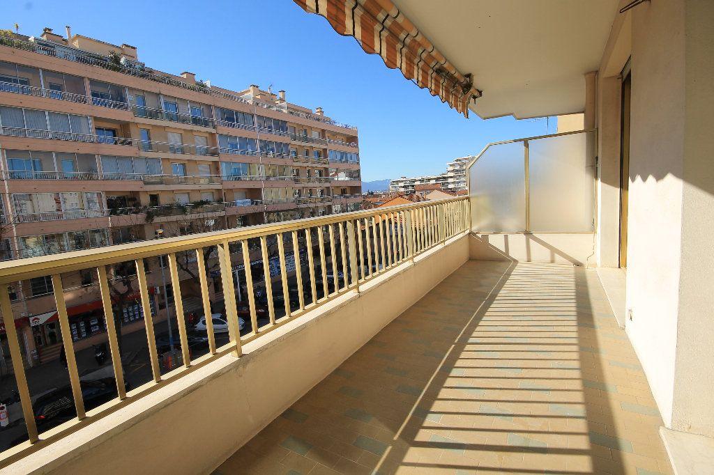 Appartement à louer 1 35.41m2 à Cannes vignette-6