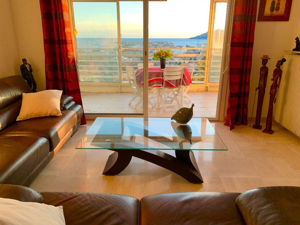 Appartement à vendre 3 78.66m2 à Cannes vignette-3