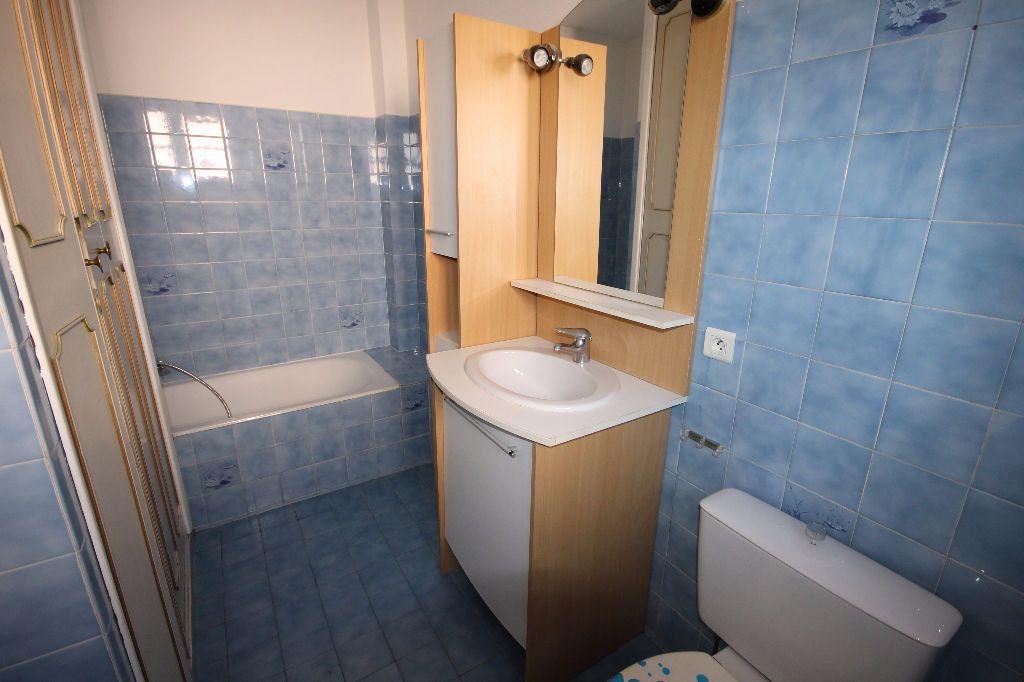 Appartement à louer 1 29.2m2 à Mandelieu-la-Napoule vignette-3