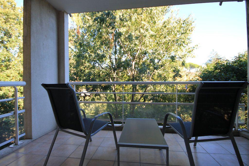 Appartement à louer 2 28.73m2 à Cannes vignette-3