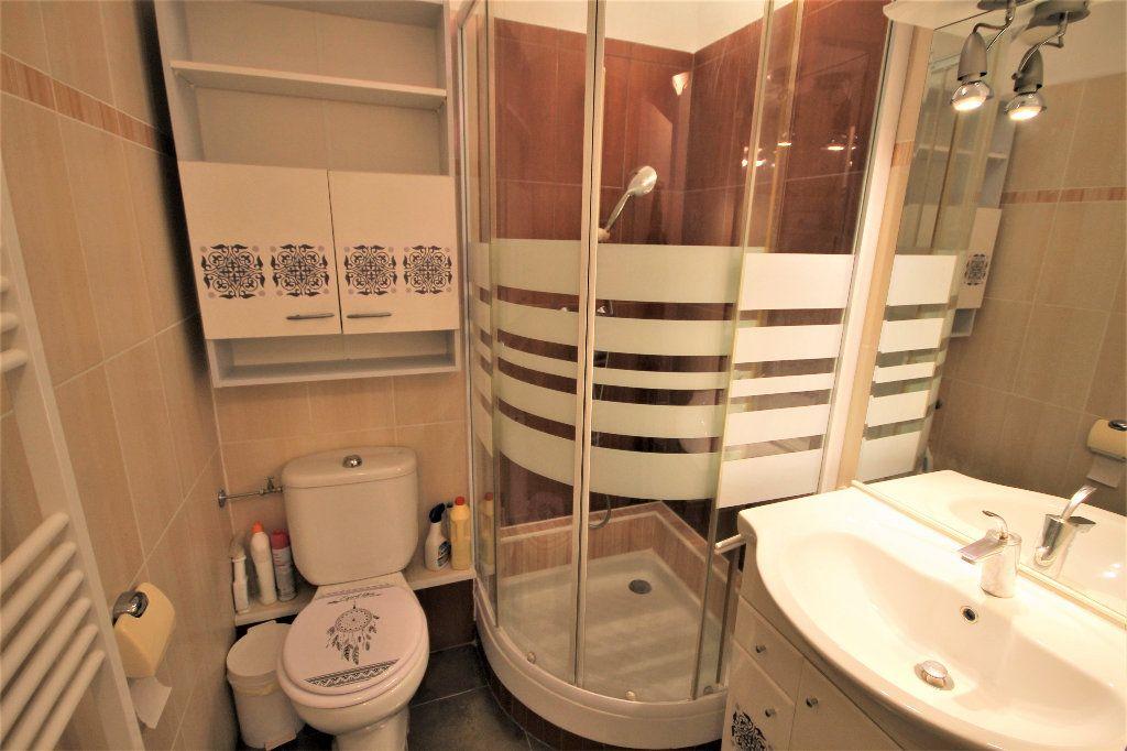 Appartement à louer 2 28.73m2 à Cannes vignette-5