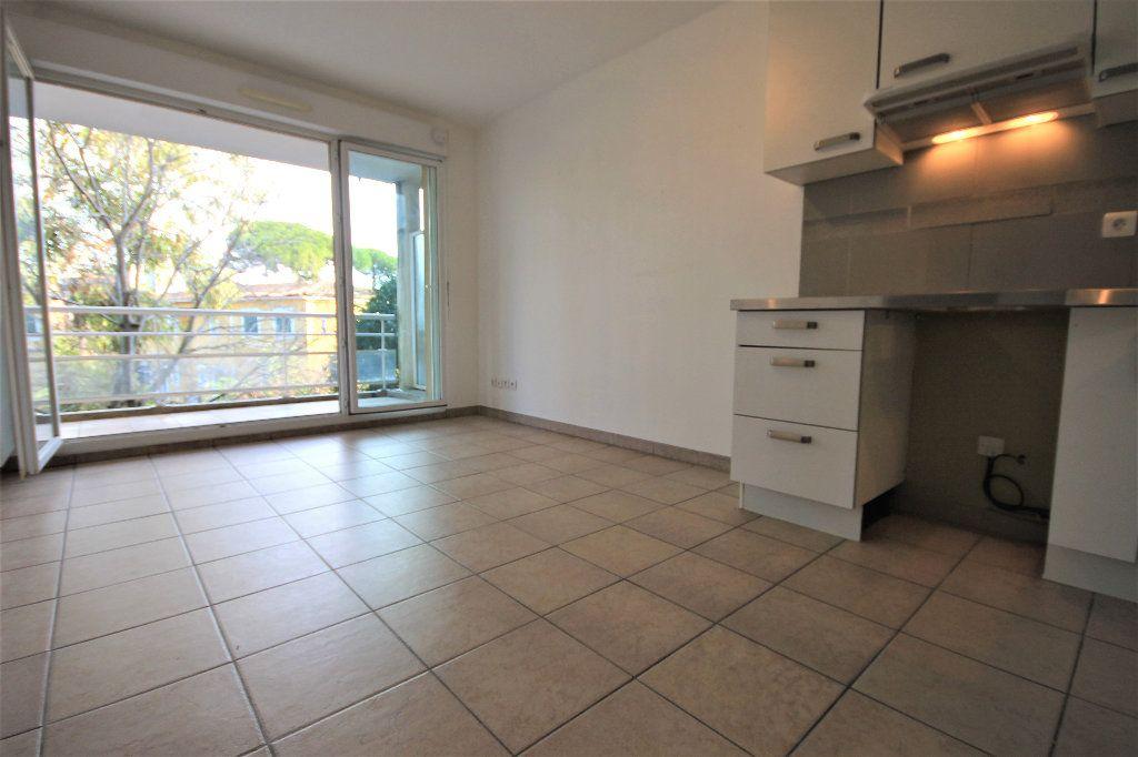 Appartement à louer 2 28.73m2 à Cannes vignette-6