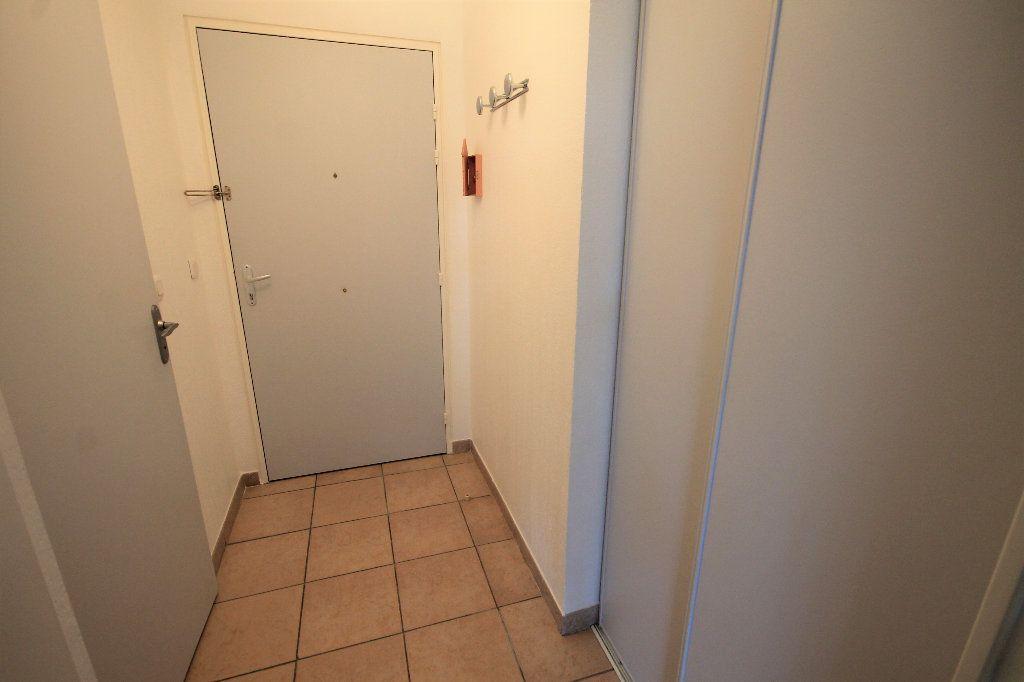 Appartement à louer 2 28.73m2 à Cannes vignette-7
