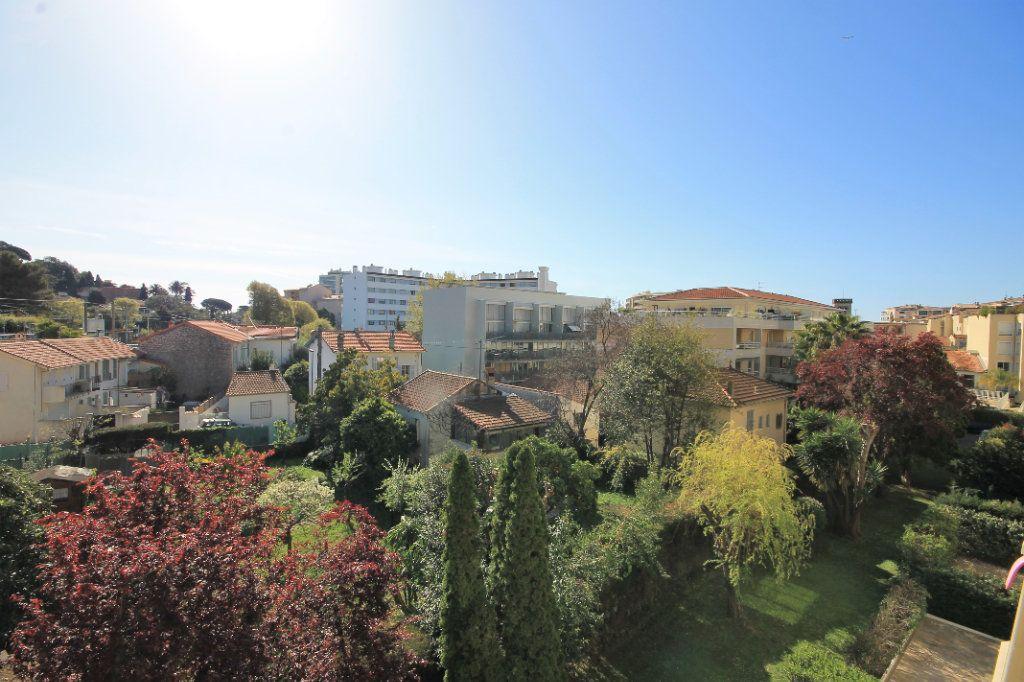 Appartement à vendre 3 65.76m2 à Cannes vignette-2