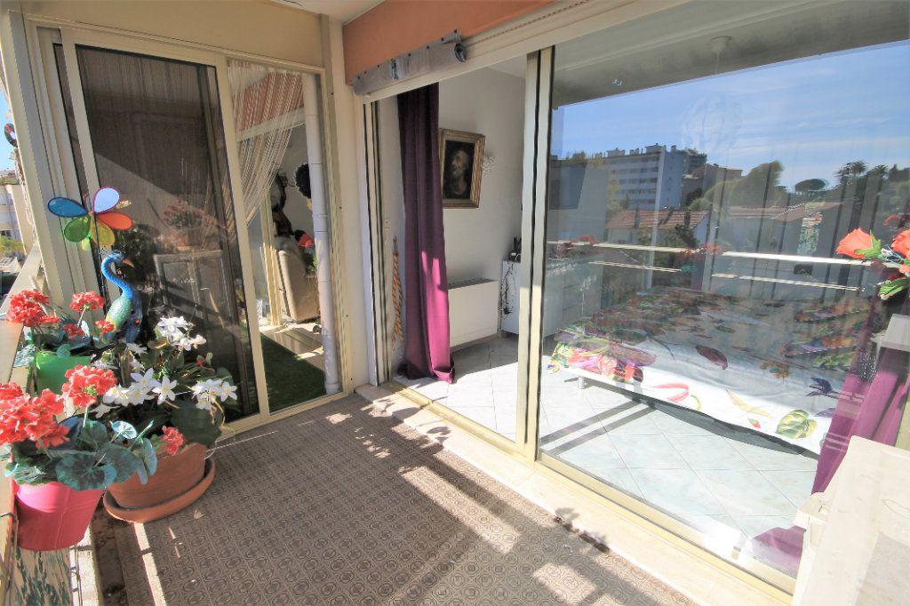 Appartement à vendre 3 65.76m2 à Cannes vignette-4