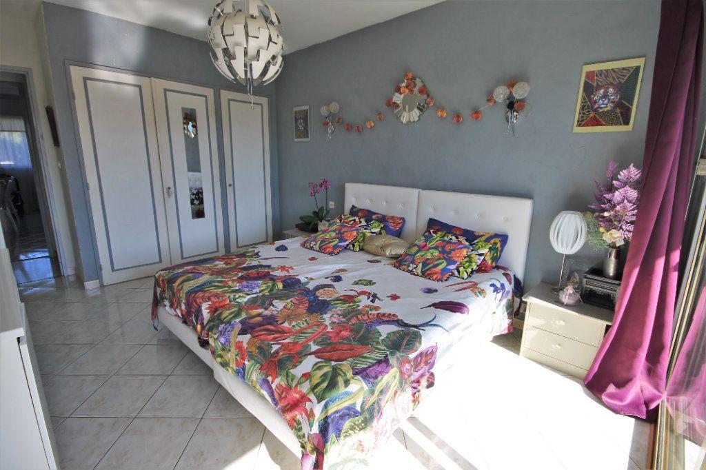 Appartement à vendre 3 65.76m2 à Cannes vignette-5