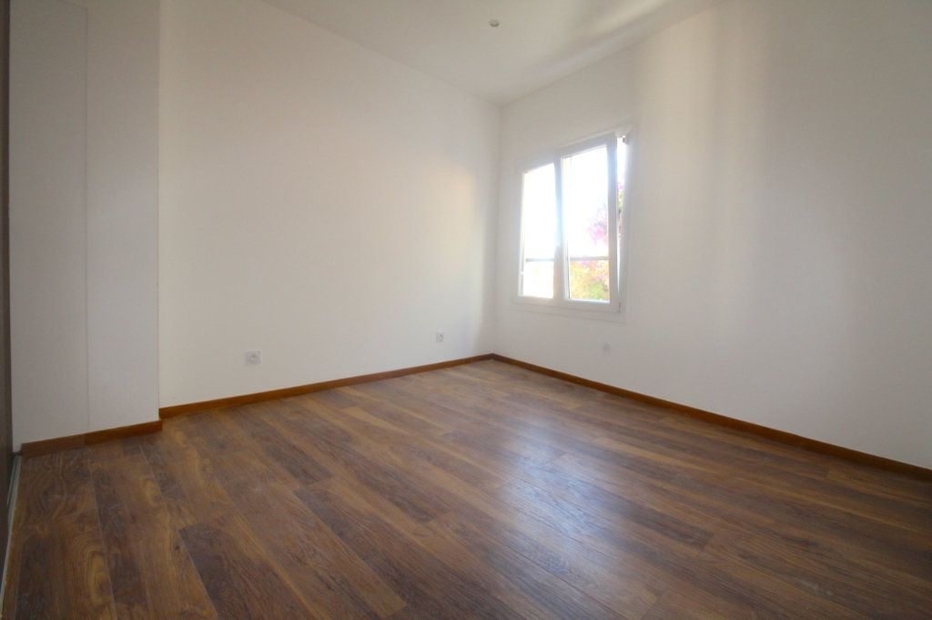 Appartement à vendre 3 45.69m2 à Cannes vignette-3