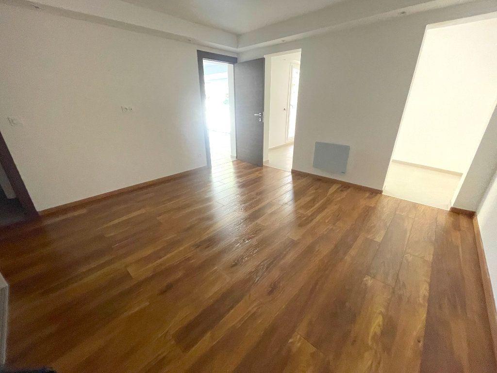 Appartement à vendre 3 74.81m2 à Cannes vignette-5