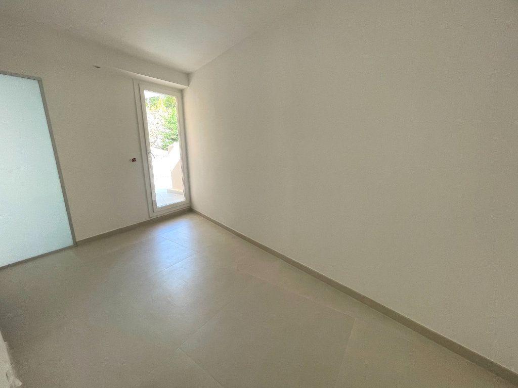 Appartement à vendre 3 74.81m2 à Cannes vignette-6