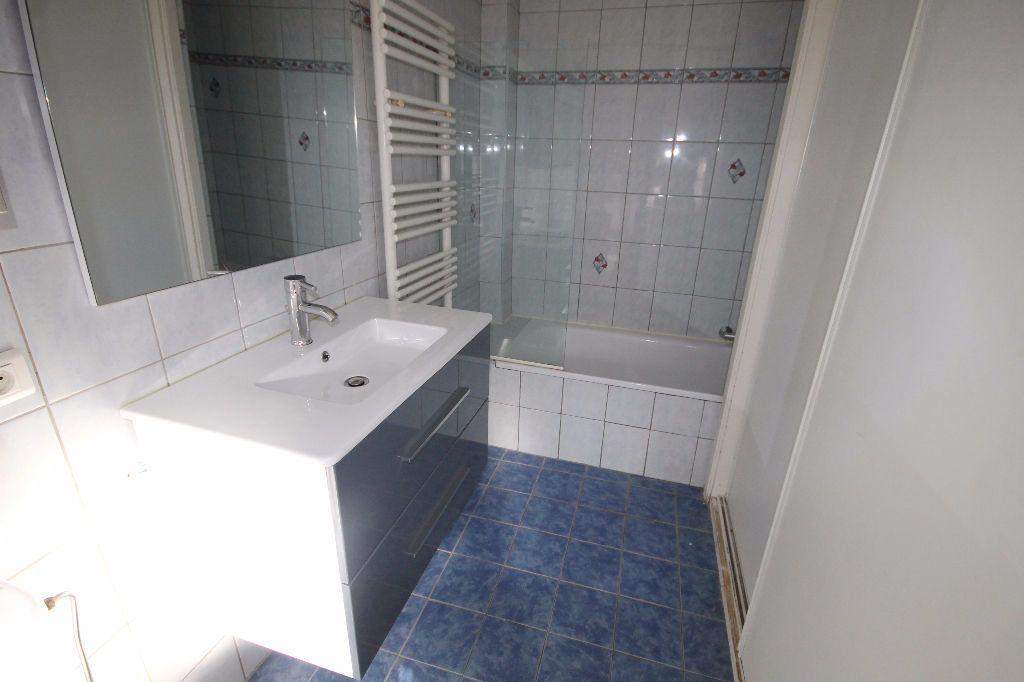 Appartement à louer 1 29.48m2 à Mandelieu-la-Napoule vignette-2