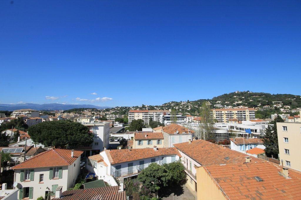 Appartement à louer 2 39m2 à Cannes vignette-1