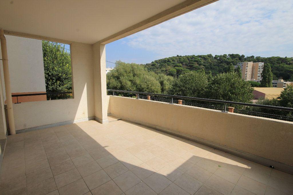 Appartement à louer 2 42m2 à Cannes vignette-8