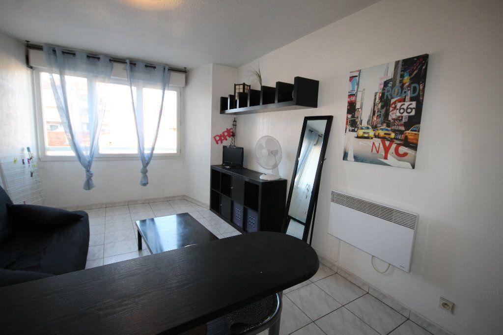 Appartement à louer 1 21.45m2 à Cannes vignette-3