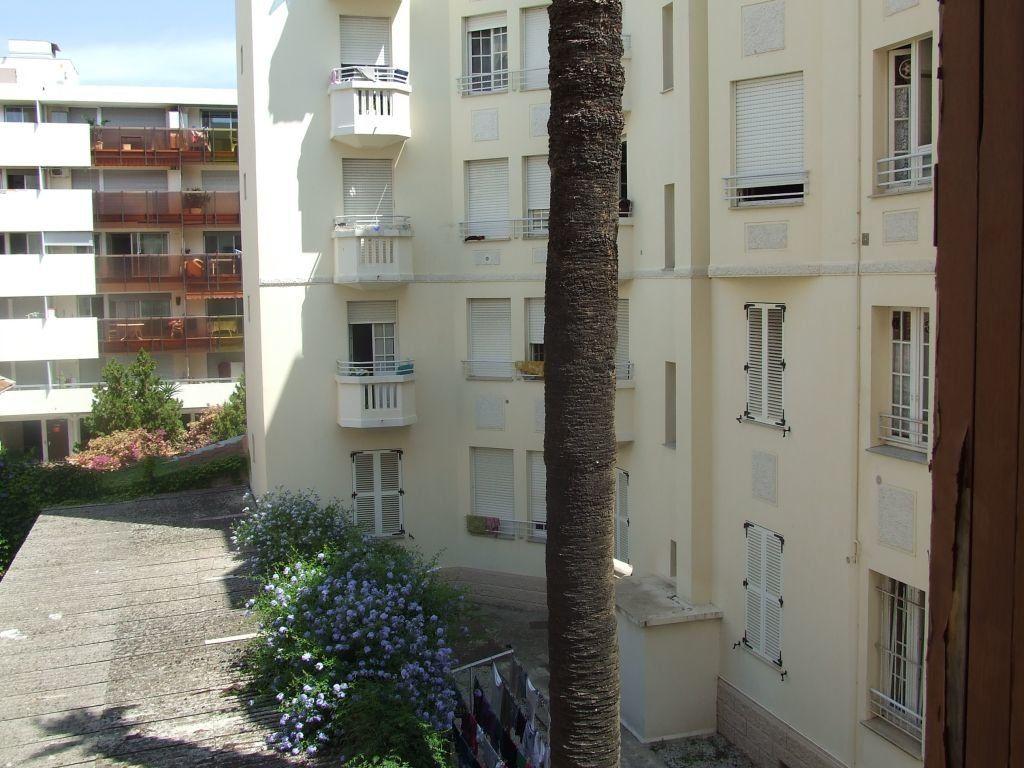 Appartement à louer 2 59.61m2 à Juan-les-Pins - Antibes vignette-2