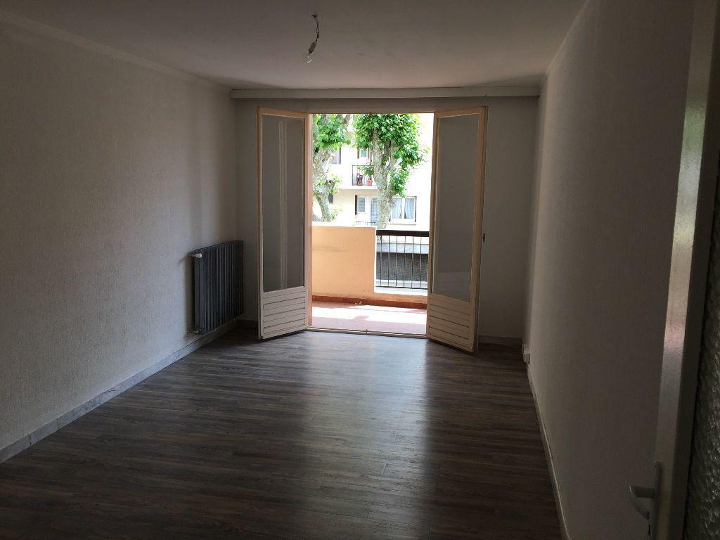 Appartement à louer 2 59.61m2 à Juan-les-Pins - Antibes vignette-3