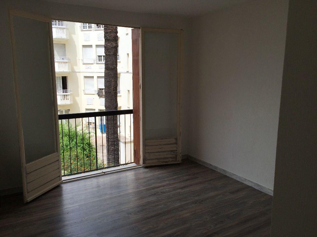 Appartement à louer 2 59.61m2 à Juan-les-Pins - Antibes vignette-7