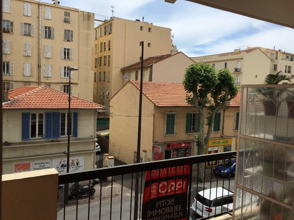 Appartement à louer 2 59.61m2 à Juan-les-Pins - Antibes vignette-11