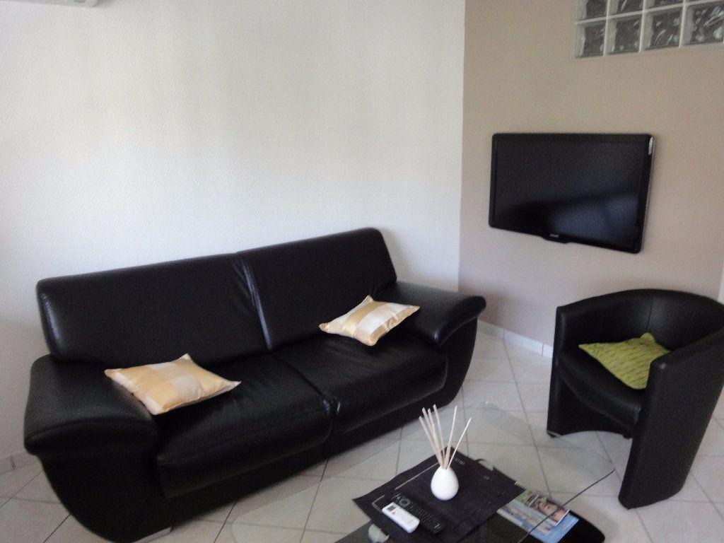 Appartement à louer 2 36.94m2 à Juan-les-Pins - Antibes vignette-1