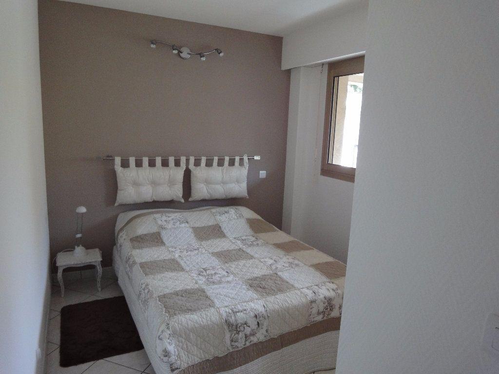 Appartement à louer 2 36.94m2 à Juan-les-Pins - Antibes vignette-2