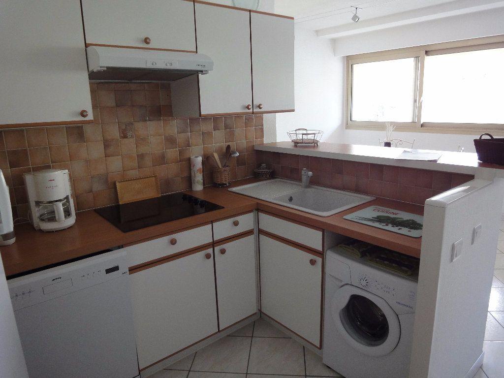 Appartement à louer 2 36.94m2 à Juan-les-Pins - Antibes vignette-4