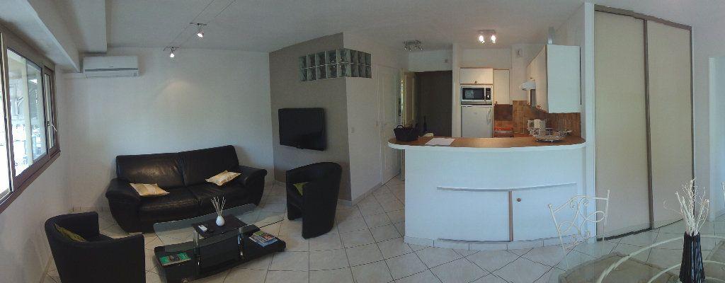 Appartement à louer 2 36.94m2 à Juan-les-Pins - Antibes vignette-5