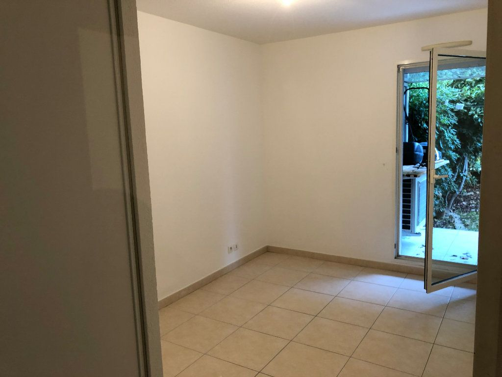 Appartement à louer 2 42.23m2 à Juan-les-Pins - Antibes vignette-3
