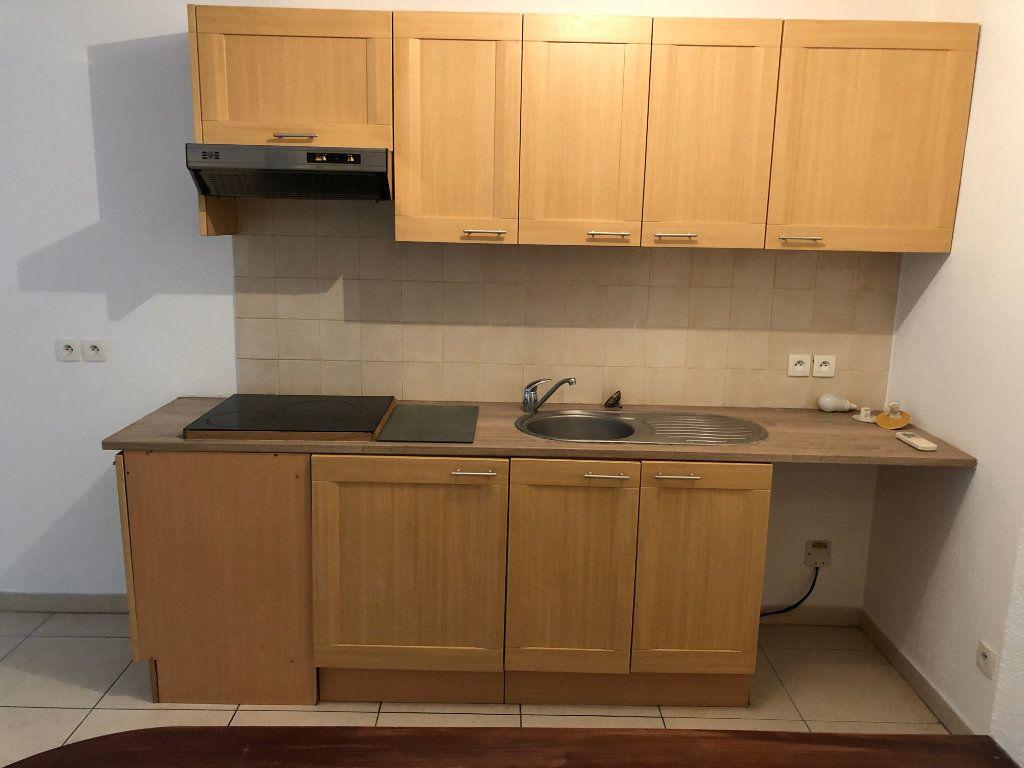 Appartement à louer 2 42.23m2 à Juan-les-Pins - Antibes vignette-5