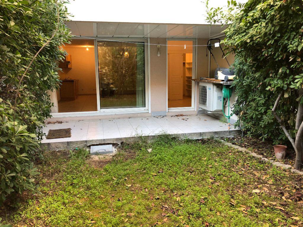 Appartement à louer 2 42.23m2 à Juan-les-Pins - Antibes vignette-6