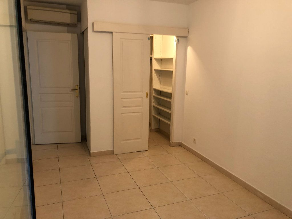 Appartement à louer 2 42.23m2 à Juan-les-Pins - Antibes vignette-8