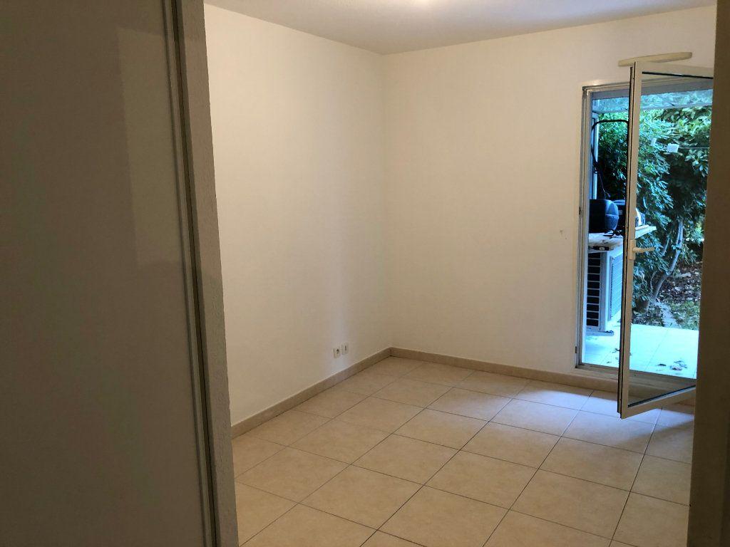 Appartement à louer 2 42.23m2 à Juan-les-Pins - Antibes vignette-11