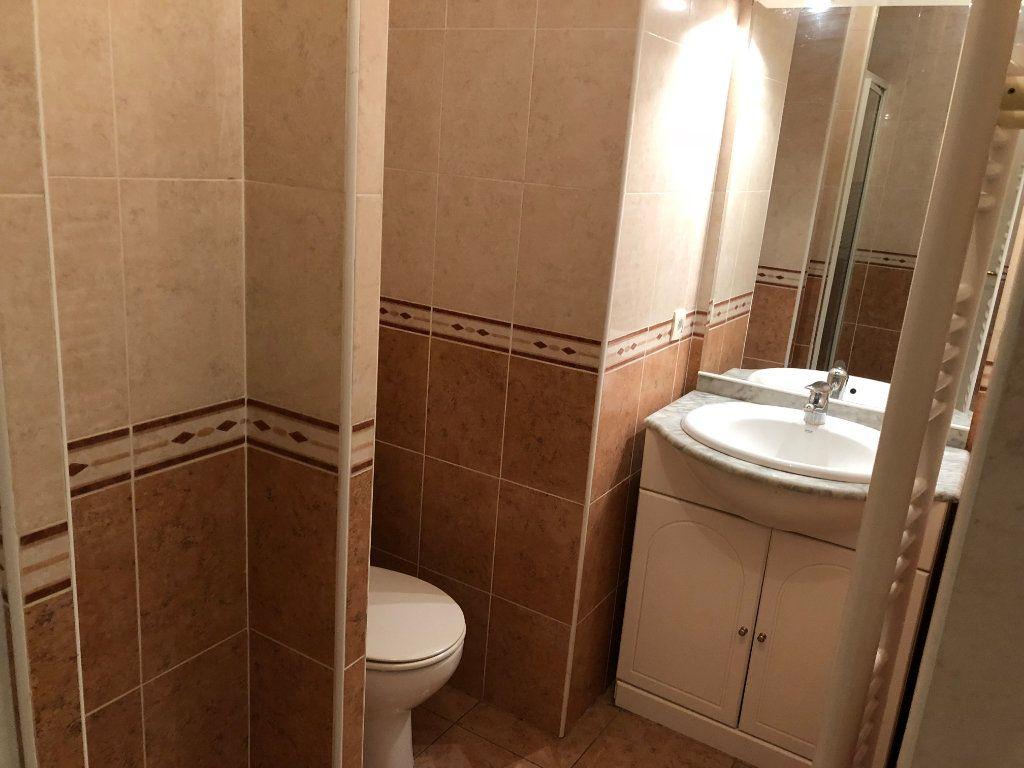 Appartement à louer 2 42.23m2 à Juan-les-Pins - Antibes vignette-17