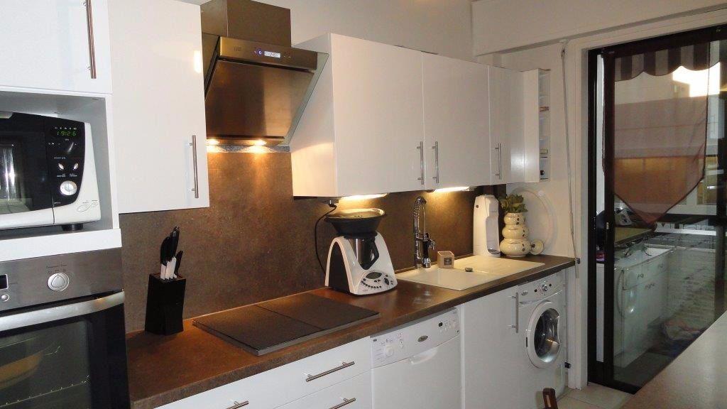 Appartement à louer 3 68.75m2 à Antibes vignette-3