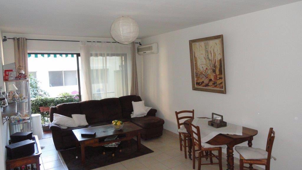 Appartement à louer 3 68.75m2 à Antibes vignette-6